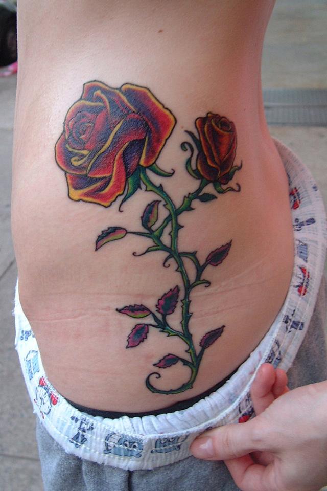 纹身女生后腰泰文拥抱分享展示图片